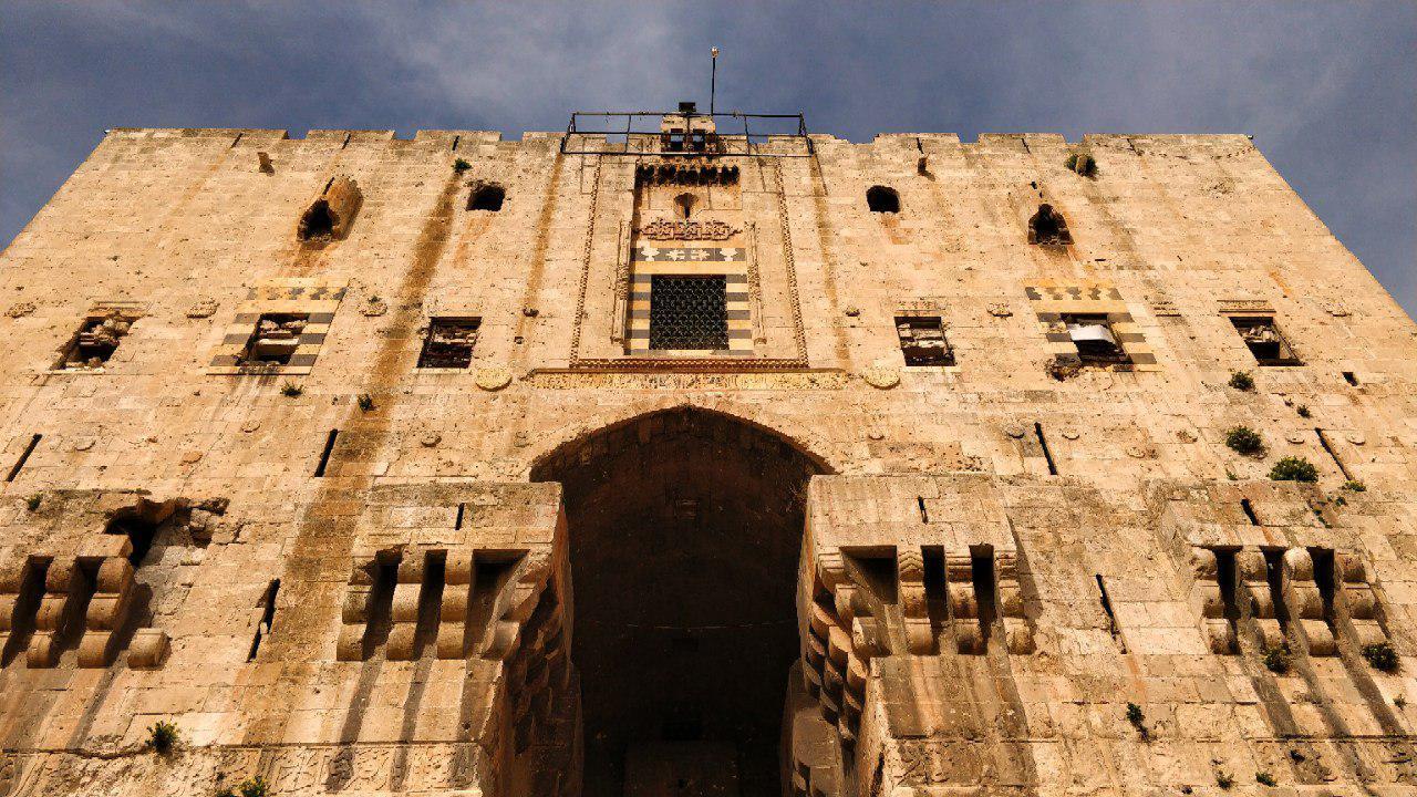 بدرود حلب، سرزمین افسانه
