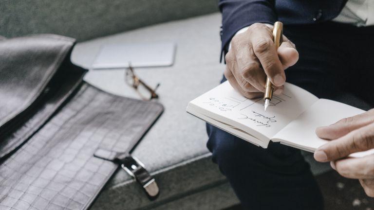 چرا باید با خودنویس بنویسیم؟ | نوشتن با خودنویس تمرینی برای نوشتن