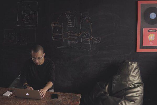 درباره تعامل بین نویسنده و طراح تجربه کاربر - بهترین ابزار کار با نویسنده تجربه کاربر - یوایکس رایتر - jose aljovin